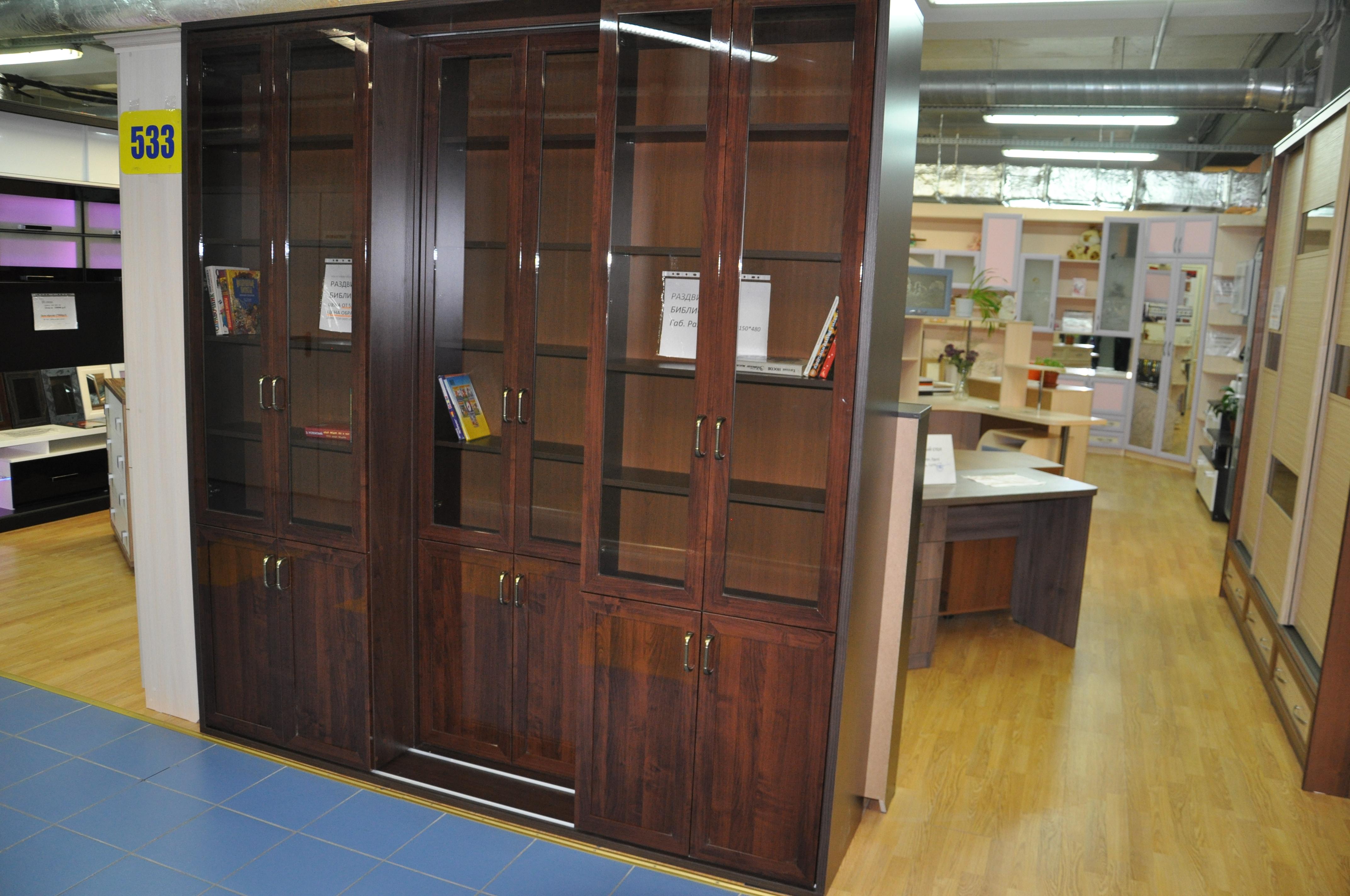 Раздвижная библиотека в современном стиле в кабинет.